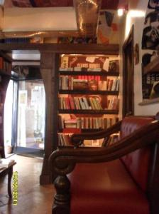 meykadeh-bookstore-cafe
